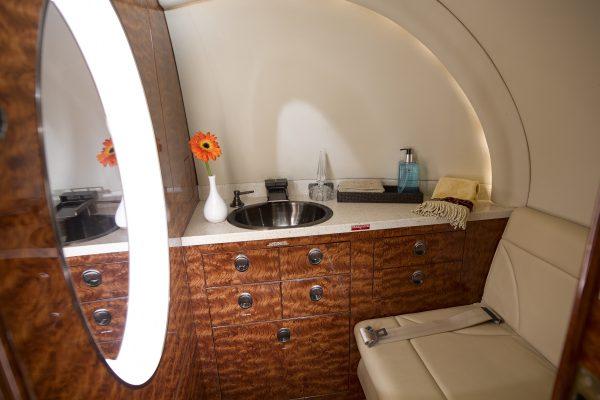 PRIV H800 N280CB interior lavatory