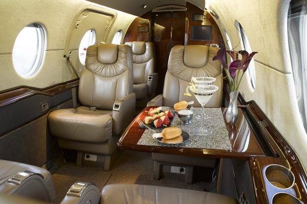 PRIV HWKR 400 N615KZ interior seats