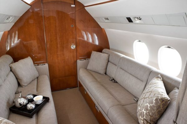 PRIVAIRA FALCON 900 couch
