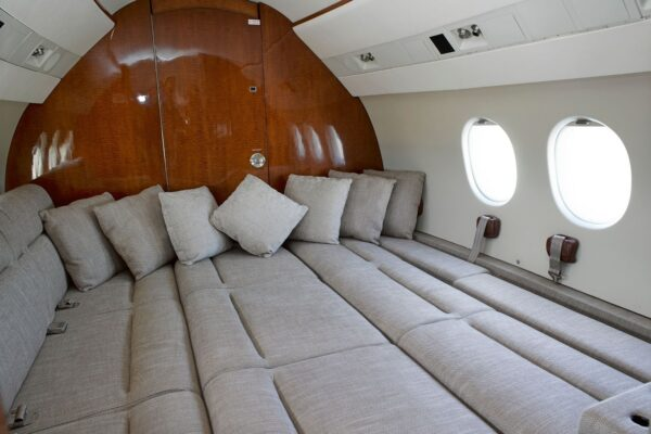 PRIVAIRA FALCON 900 flat bed