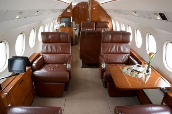 PRIVAIRA FALCON 900 interior