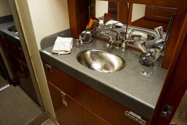 PRIVAIRA FALCON 900 lavatory