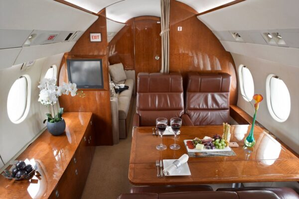 PRIVAIRA FALCON 900 seats