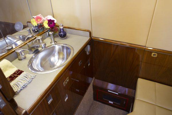 PRIVAIRA FALCON50 N56LN interior lavatory