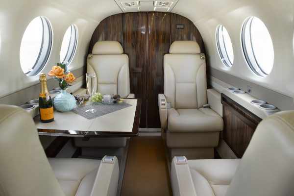 PRIVAIRA KING AIR 300 N637JC interior seats