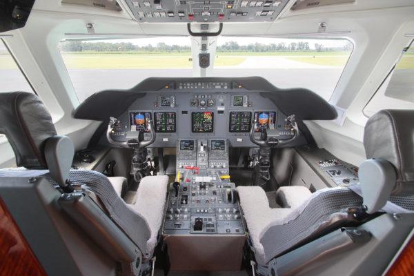 Privaira Gulfstream cockpit
