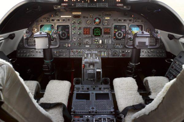Privaira learjet 60 cockpit